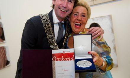 Twee onderscheidingen voor Linda Roos bij afscheid